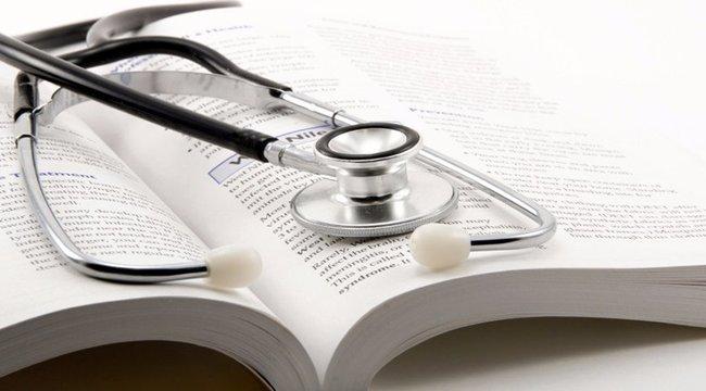 Döbbenet: egy évig lúdtalpnak hitte az orvos a 9 éves Jenő szörnyű betegségét