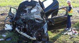Kigyulladt egy autó az M5-ösön: egy ember meghalt - fotók