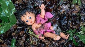 Vérszerint gyerekük molesztálta az állomáson a adoptált kislányukat - nem tettek semmit
