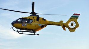 Két autó ütközött helikopterrel kellett kórházba vinni a sérültet