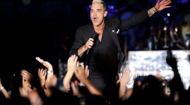 Robbie Williams Pestről nézte a tüzijátékot