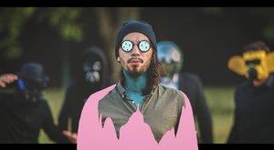 A fél stáb napszúrást kapott Trap kapitányék új klipje miatt – klippremier
