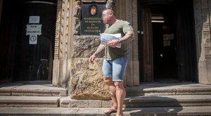 Rezesová ügyvédje M. Richárdot is kihozta a sittről