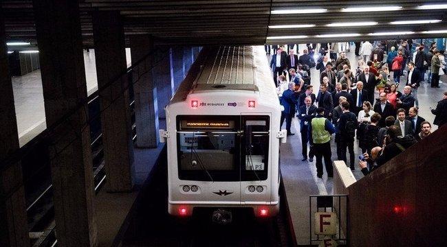 Kézzel csukta be a 3-as metró ajtaját a vezető