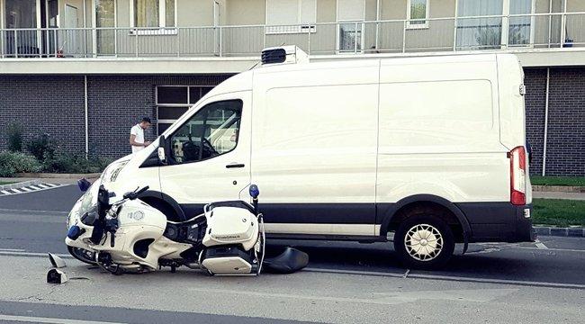 Motoros rendőr ütközött kisteherautóval Ferencvárosban – képek