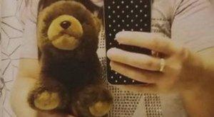 Jutalmat adnak az elveszett plüssmackóért: édesanyja utolsó ajándékáért sír Dani