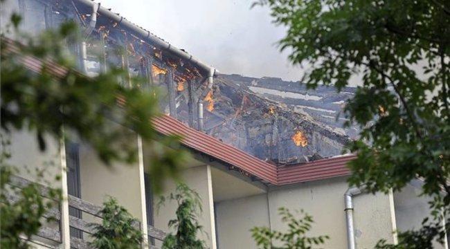 Fotók: így lángolt a legendás dobogókői hotel