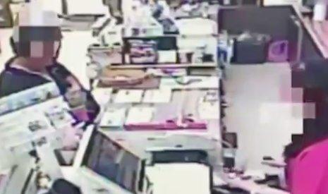 Elbénázott rablás: a pénztáros fosztotta ki a támadót