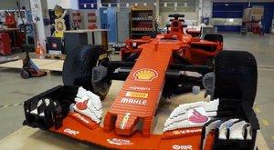 Élethű Ferrarit raktak össze legóból
