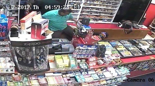Csákánnyal, pajszerrel támadtak az eladóra: nem sejtették, kivel van dolguk - videó