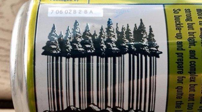 Fenyőerdős vonalkóddal dobják fel a pénztárosokat – képek