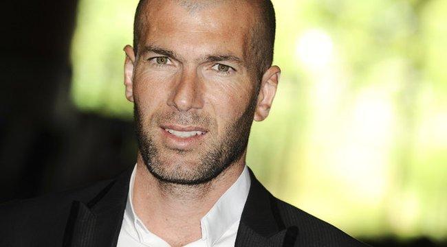 Zidane elbőgte magát, miközben az apját hallgatta