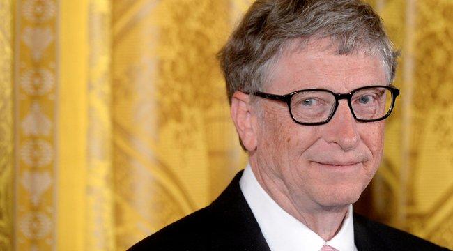 Bill Gatest etette a magyar felszolgáló