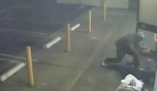 Ki akarta fizetni a lopni készülő társa holmijait, egy baltával a fejében végezte – videó 18+