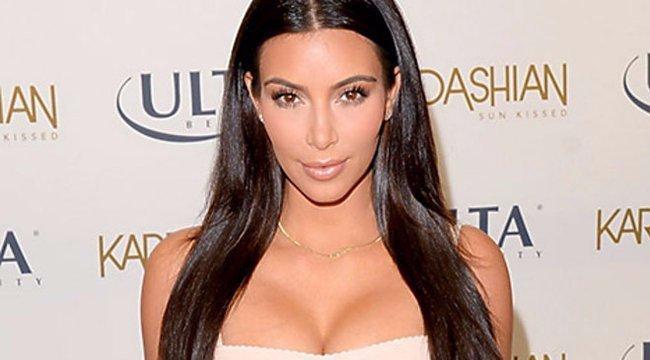 Ritka bizarr ruhával sokkolta rajongóit Kim Kardashian - fotók
