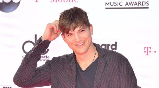 Hoppá! I love Budapest pólóban mulatott Ashton Kutcher - videó