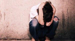 13 éves fiúcskát kényszerített szexre a perverz asszony