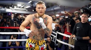 24 millióra perelik McGregort hajigálás miatt