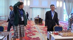 Kempingnadrágban akart sakkozni, mire lecigányozták