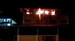 Legkevesebb 22 diák halt meg a tűzben, mert az iskola ablakain rács volt, a menekülőutat pedig eltorlaszolták