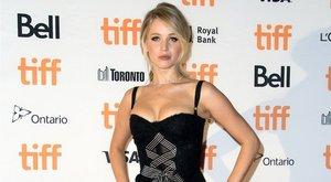 Jennifer Lawrence utálkozik
