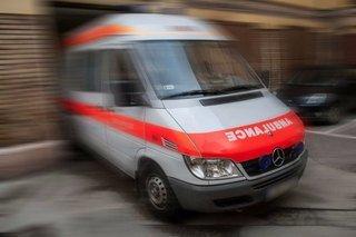 Éjjel szállították a trombózisos beteget, közben pedig még hamburgerezni is megálltak a mentősök