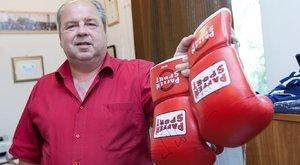 Ereklyeként őrzi az úszókapitány Balzsay bokszkesztyűjét