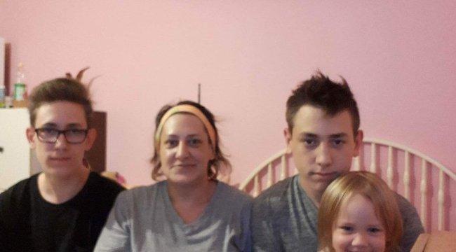 Mélyszegénységben élő magyar családon segítenek Messiék