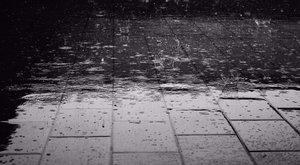 Piros jelzés: brutális mennyiségű eső eshet