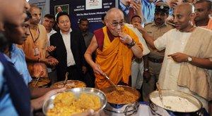 A dalai lámának szolgált fel Henrik