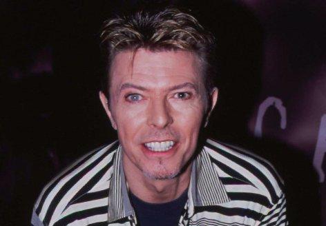 David Bowie egyenesen az asztal alá menekült Roger Moore barátsága elől