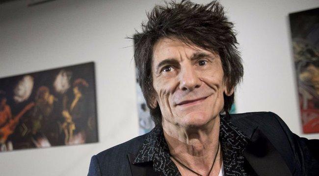 Hetvenévesen babázik a Rolling Stones rocklegendája
