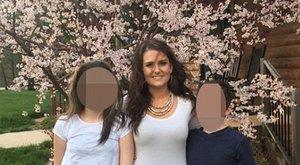 Anya nyaralni ment Németországba, gyerekeit otthon hagyta egy fegyver társaságában