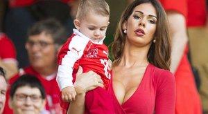Bombázók segítik a svájci focistákat - fotók