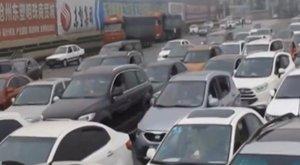 Kínos: csak elugrott pisilni - mire visszatért, a kocsija szőrén-szálán eltűnt