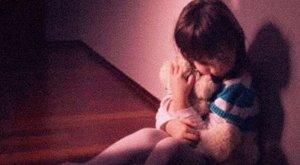 Letolt nadrággal várt rokona a 8 éves kislányra