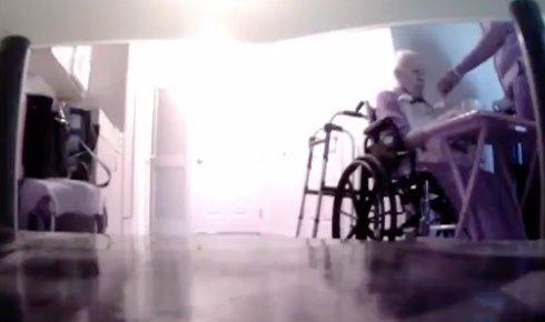 Rejtett kamerás felvétel buktatta le a horror ápolónőt – videó
