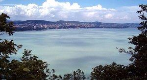 Két holttestet emeltek ki a Balatonból, egy embert még keresnek