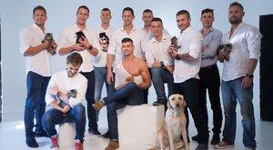 Cicákat mentenek a kigyúrt sportolók – képek