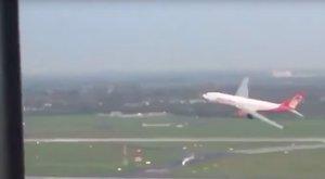 """""""Érzelmes befejezést akartunk"""" – mondta a pilóta, aki halálra rémisztette utasait"""