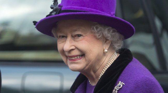 Állandóan a himnusz megy a fejében, ezért Erzsébet királynővel találkozna