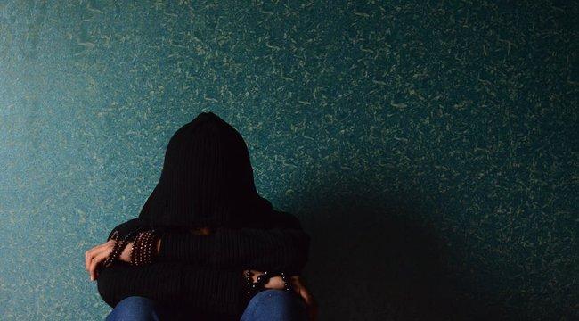 Két fiú megerőszakolta, segítséget kért egy férfitól, aki szintén megerőszakolta