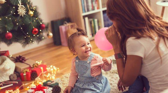 Karácsony a picivel: vonjuk be a gyereket az ünnepi készülődésbe