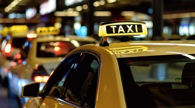 Müştəri kimi taksiyə mindilər, sürücünü döydülər
