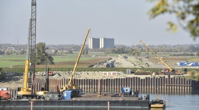 Tragédia: meghalt egy munkás a komáromi Duna-híd építésénél