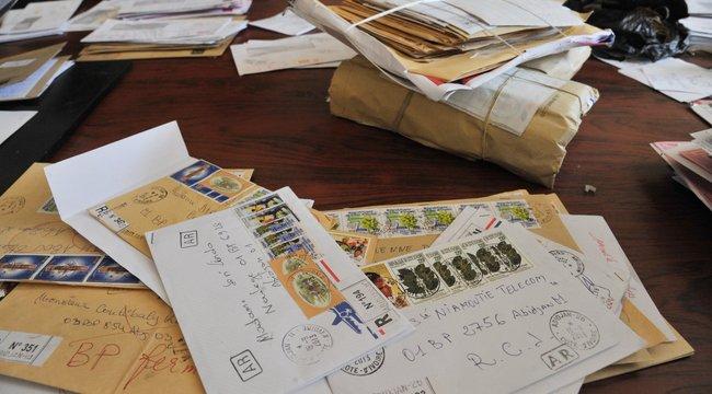 573 kiló levelet gyűjtött össze a postás