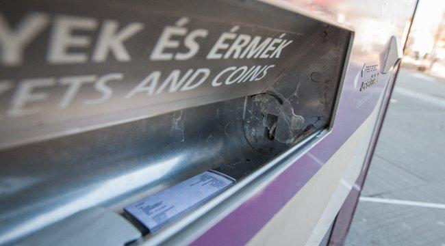 Botorság készpénzzel tömni az automatát