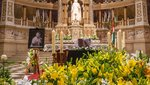Titkos üzenete volt a sárga liliomoknak Aradszky temetésén