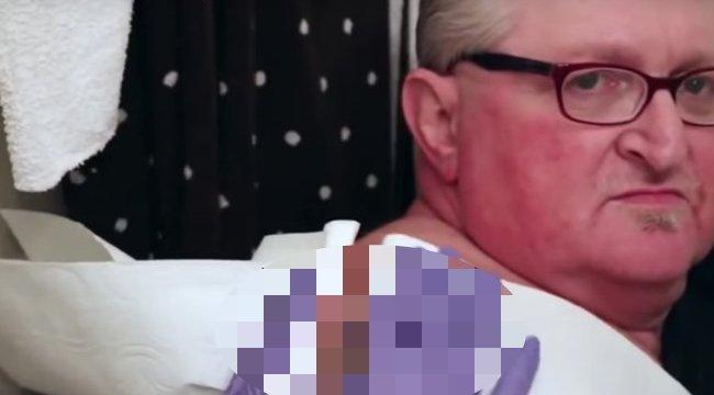 Ritka undorító: ez a pattanás bizony 16 éves kora óta nő a férfi hátán - 18+ videó