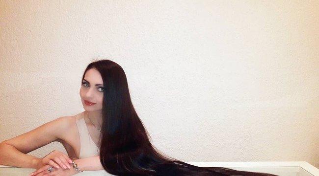 Ő az életre kelt Aranyhaj: Olga földig érő hajat növeszt - fotók